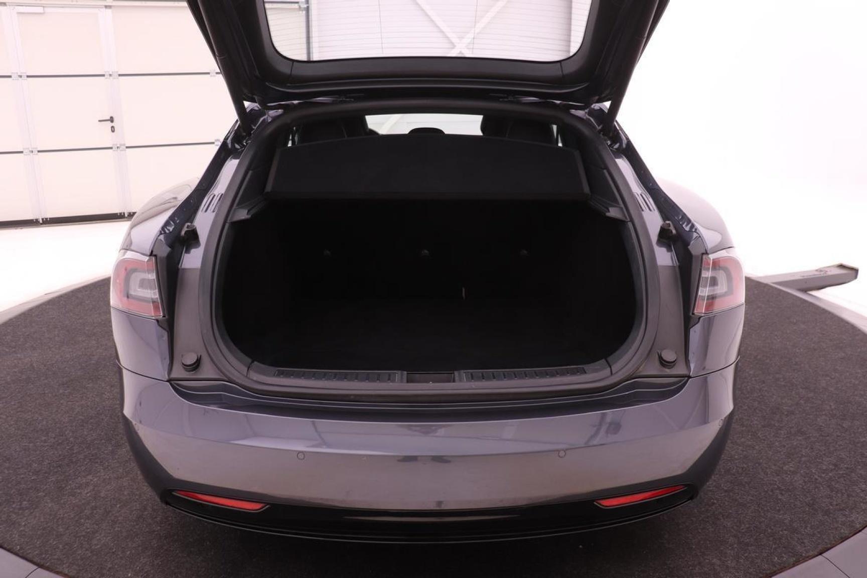 Tesla-Model S-21