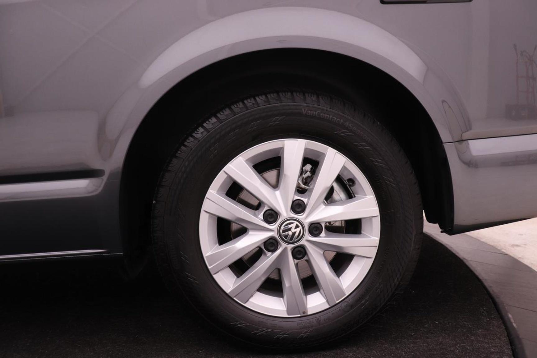 Volkswagen-Camper-37
