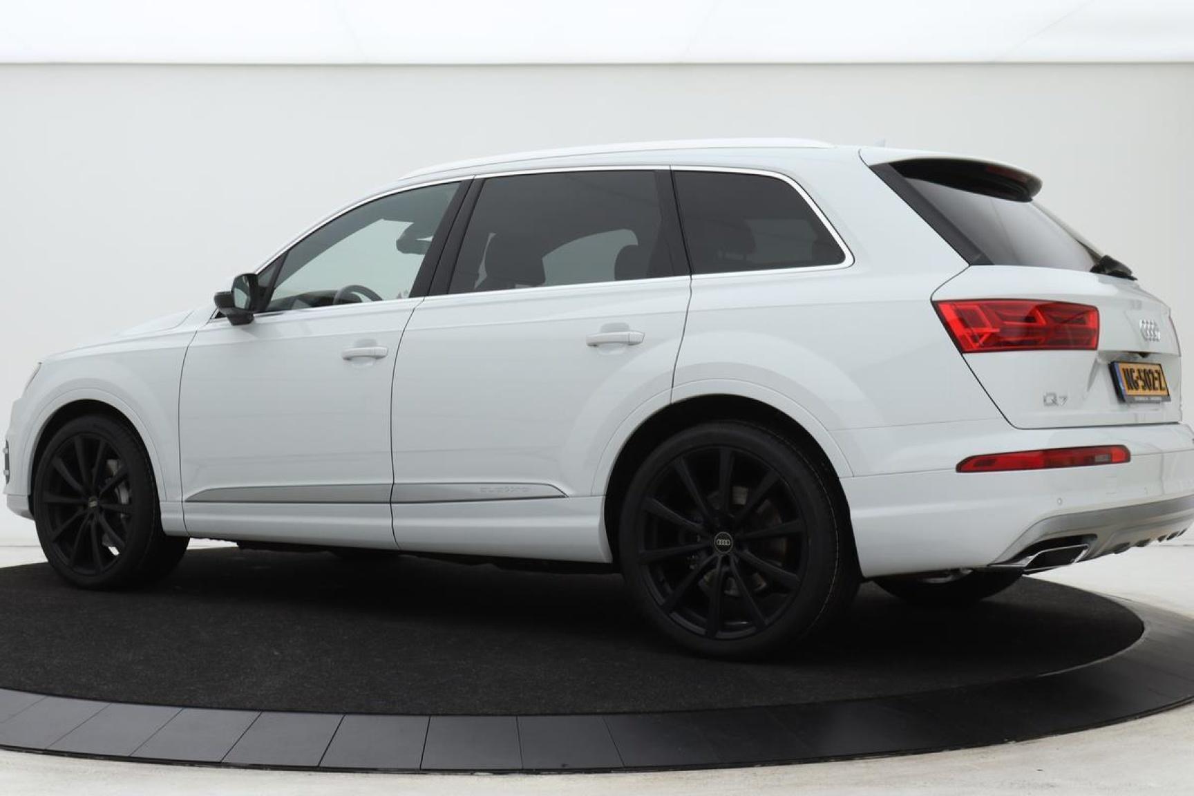 Audi-Q7-1