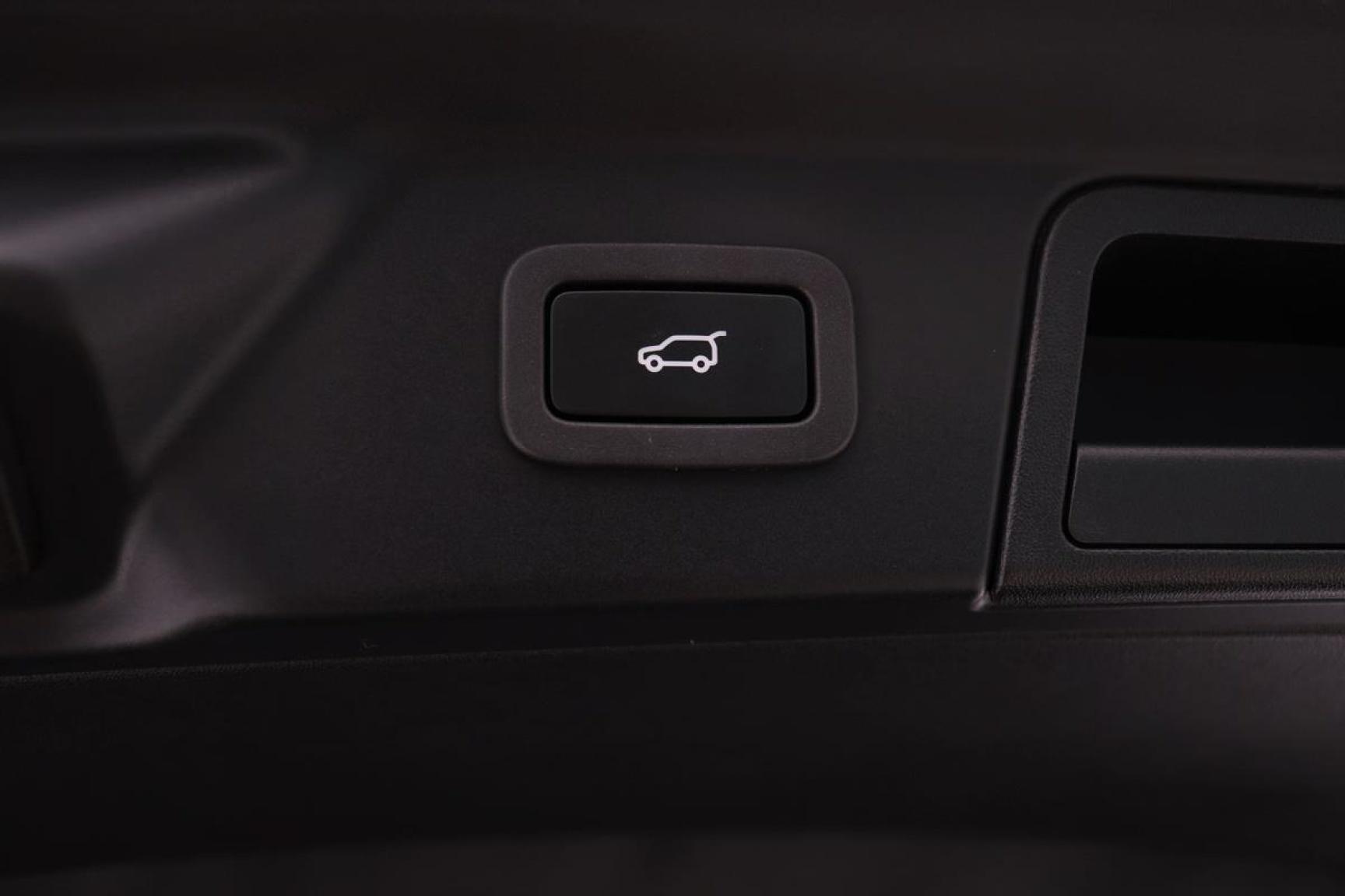 Land Rover-Range Rover Velar-23